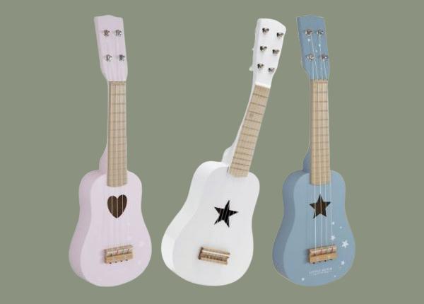 Dřevěné kytary.